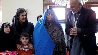 getlinkyoutube.com-Sharbat Gulla, the Afghan girl with the green eyes returns home