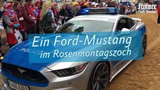 Rosenmontagszug 2017 in Köln: Ein Ford-Mustang in Polizei-Optik führt den Zug an