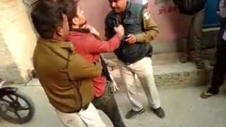 getlinkyoutube.com-bihar police and public fight