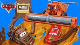 getlinkyoutube.com-DISNEY PIXAR CARS ESCAPE FROM FRANK THE COMBINE TRACTOR TIPPING MATER MCQUEEN