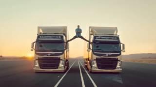 getlinkyoutube.com-فان دام يقوم بعمل حركه خطيره جدا فوق شاحنتان بجد روعه - اعلان فولفو