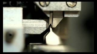 getlinkyoutube.com-Jewellery Chain Making Machine (High Speed Box Chain Machine And Small Sidecut Machine)