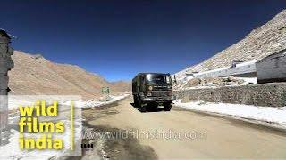 getlinkyoutube.com-Indian Army truck convoy travels to Indo-Tibetan border at Chang La, Ladakh