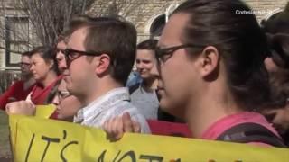 Estudiantes de UMKC se manifestaron tras una supuesta violación perpetrada en el campus
