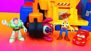 getlinkyoutube.com-Disney Pixar Cars Lightning Mcqueen and Buzz Lightyear save Toy Story Woody Just4fun290