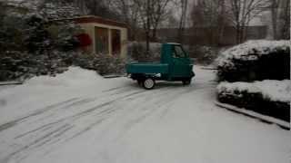 getlinkyoutube.com-Piaggio Ape 50 drift on snow [HD]