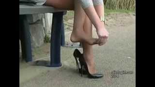 getlinkyoutube.com-My favourite StilettoGirl.com girl Naomi wearing stilettos and nylons!
