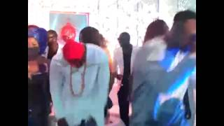 getlinkyoutube.com-Diamond kwenye harusi ya Peter wa P Square 1