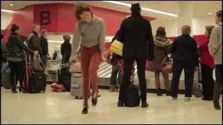 getlinkyoutube.com-공항에서 눈치안보고 춤추는 여자