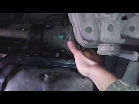 Люфт внутренней правой гранаты на провалу (Мазда 626 GF)