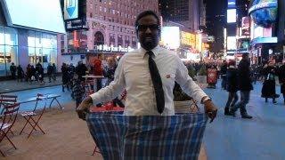 getlinkyoutube.com-How to tie the Lungi-Wilbur Sargunaraj in New York