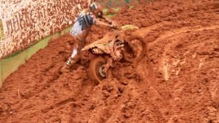 getlinkyoutube.com-Mundial motocross Beto Carrero MX,1 Cairoli cai e fica preso na proteção
