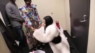 getlinkyoutube.com-Nicki Minaj TWERKING back stage before Tidal Performance!