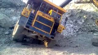 getlinkyoutube.com-Titanic Machines: Liebherr, BelAZ, Komatsu and Cat. Машины-титаны: Либхерр, БЕЛАЗ, Комацу и Кат