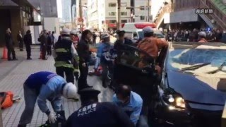 getlinkyoutube.com-大阪・梅田で車暴走し歩行者はねる。けが人多数。死傷者も(読者提供・本社ヘリ)