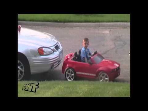 Maluch parkuje jak stary wyjadacz!