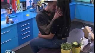 getlinkyoutube.com-Bruno e Beta beijam-se intensamente na cozinha 13-12-2014