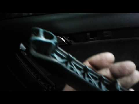 Разборка обшивки задней двери на Ауди Ку7 своими руками