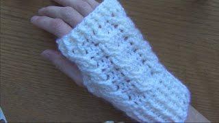 getlinkyoutube.com-Cabled Crochet Wristlets/Gloves