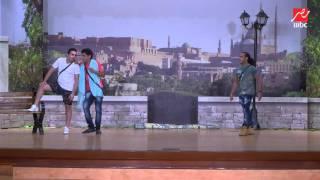 getlinkyoutube.com-فيديو كوميدي   أوس أوس بيعلم مصطفى خاطر و حمدي ميرغني إزاي يشتروا حشيش