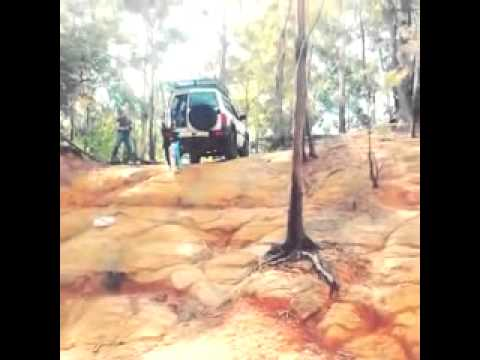 Nissan patrol GU climbing with open door... fail !