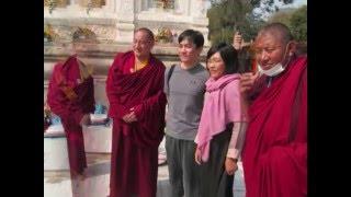 梁朝伟与大宝法王姐姐在菩提迦耶绕正觉塔 Tony Leung & Karmapa sister in Bodhgaya