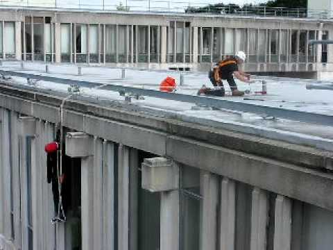 Lift Evac roof rescue demonstration by Uniline Safety Systems