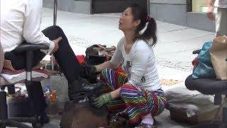 getlinkyoutube.com-Best Shoeshine in Hong Kong and China. Woman  in Central Hong Kong