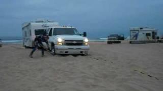 getlinkyoutube.com-Duramax trucks pulling eachother through sand (part 3)