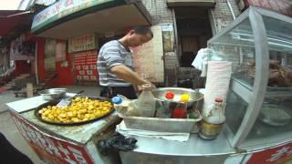 getlinkyoutube.com-A Street Food Market in Wuhan (武汉)