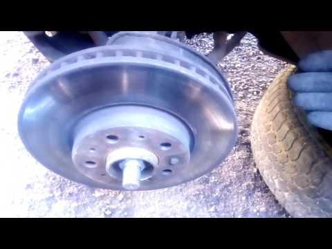 Часть 3. Замена тормозных колодок, дисков. Замена ступицы и ремонт подвески Volvo 850 T5.