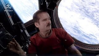getlinkyoutube.com-What does space smell like? Astronaut Chris Hadfield answers your questions