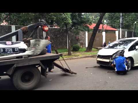 Penanganan Kecelakaan Lalu Lintas di Jl. Prapanca Raya Jaksel