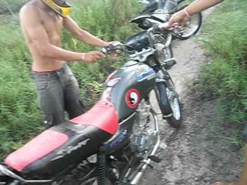 afogando a moto no pantanal