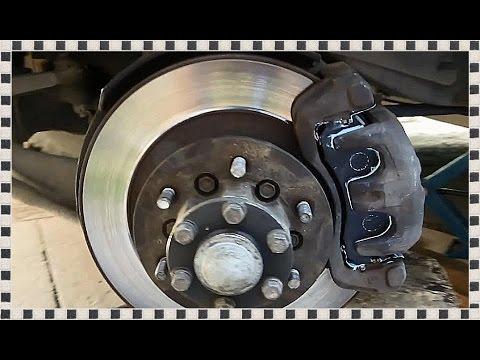 Замена передних тормозных колодок на Mitsubishi Pajero Sport, Часть 1
