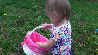 getlinkyoutube.com-Funny video of Cute Kid at Easter Egg Hunt - Adorable!  Lilah