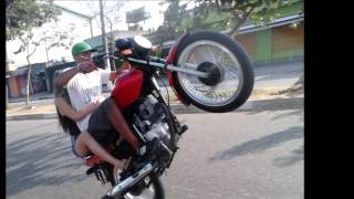 Resultado de imagem para menor empinando moto sem capacetes