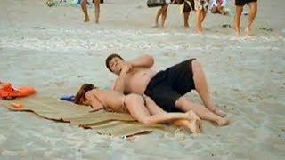 getlinkyoutube.com-Девушка уснула на пляже. Смешной прикол