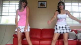 getlinkyoutube.com-Dancing to Tik Tok