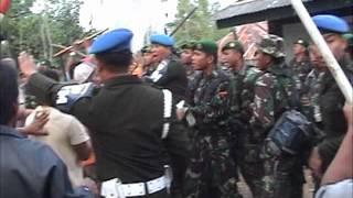 getlinkyoutube.com-Bentrok TNI vs Warga
