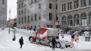 getlinkyoutube.com-OLD PETERBILT 378 STRUGGLING IN SNOW UPHILL