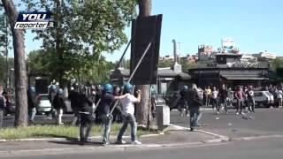 getlinkyoutube.com-DERBY LAZIO - ROMA - Polizia  avanza contro gli ultras - 25 Maggio 2015