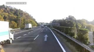 getlinkyoutube.com-素敵な運転・セブンイレブンの配送ドライバー・登坂車線を使い走行車線を譲ってくれ、譲り返したら窓越しから『サンクスサイン』