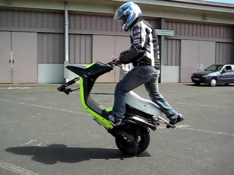 lever un scooter wheeling tutoriels et guides pratiques forum scooter system. Black Bedroom Furniture Sets. Home Design Ideas