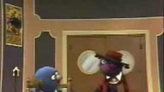 getlinkyoutube.com-Sesame Street - Waiter Grover -  Grover the dancing Waiter