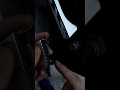 Снять замок Нонда Аккорд.      Remooving door lock Honda Accord