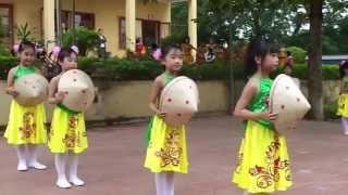 getlinkyoutube.com-Múa Hồn quê lớp 1B Trường tiểu học Hương Sơn nhân ngày 20/11