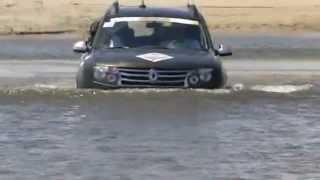 getlinkyoutube.com-Renault Duster 4x4 4WD Atravessa rio Guajú