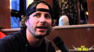 getlinkyoutube.com-Dierks Bentley interview on the bus!