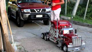 TruckModel Peterbilt 359 RC 1:4 Nissan Patrol vs. Peterbilt